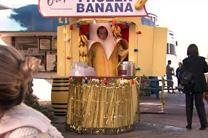 banana_stand.jpg