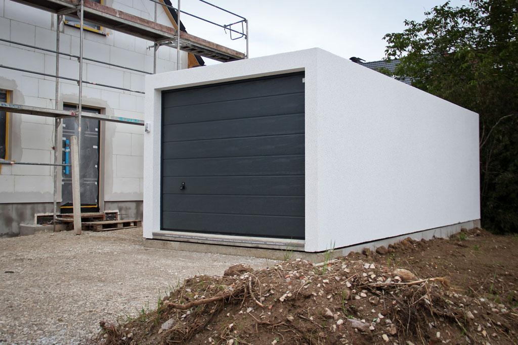 impressionen vom bau 22 hurra die garage ist da. Black Bedroom Furniture Sets. Home Design Ideas