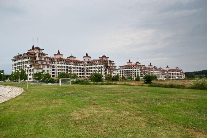 Die gesamte Hotelanlage aus südöstlicher Richtung.