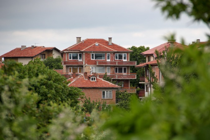 Grün und viele Hotels in Obzor, Bulgarien