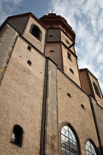 Vor der Nikolaikirche.