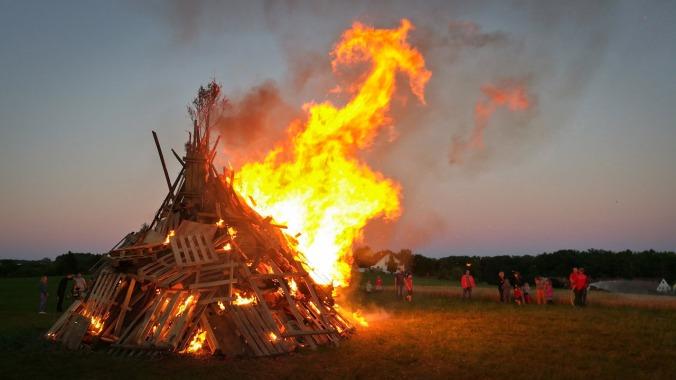 ...bis endlich das Feuer brennt!