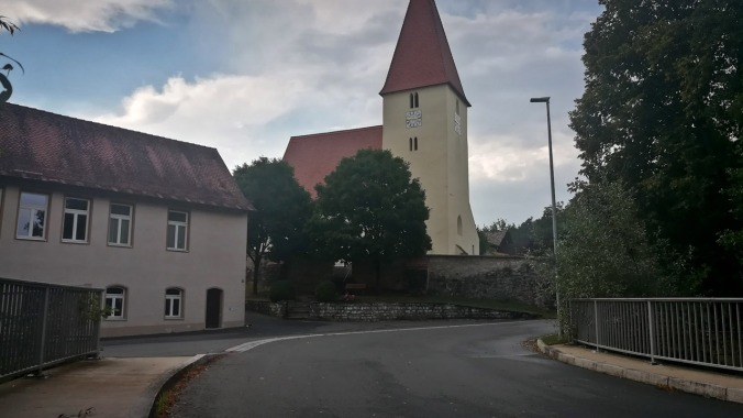 Die Kirche im Nachbardorf nach dem Gewitter...