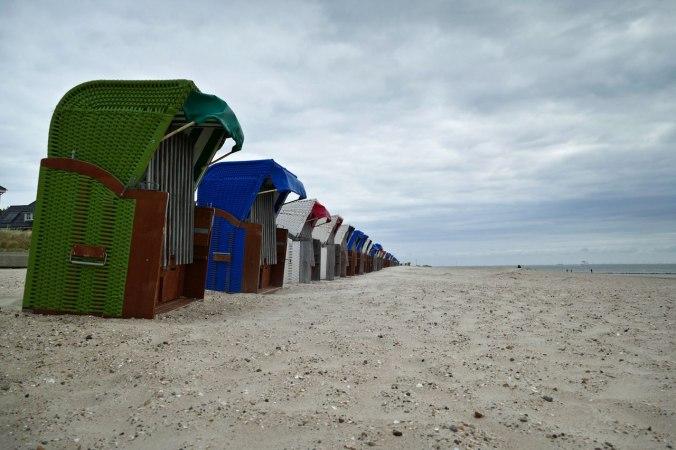 Die typischen Strandkörbe sollen vor dem Wind schützen