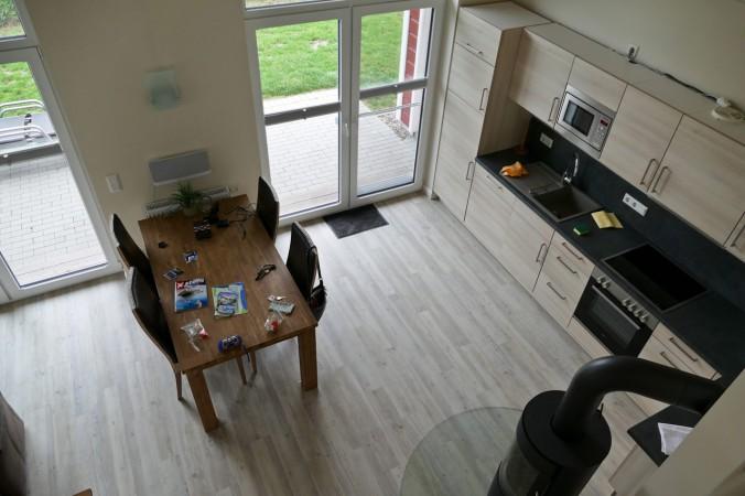 Ein Blick von der Galerie in unsere Küche bzw. Wohn- und Esszimmer