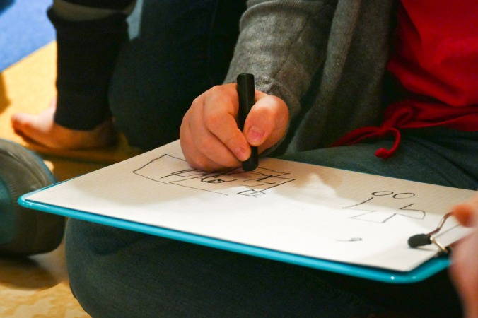 Blind zeichnen war einer der Programmpunkte der Führung