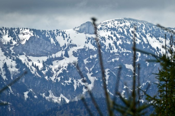 ...und haben die benachbarten, schneebedeckten Gipfel eingehüllt