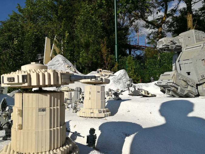 Geschütztürme, Snowspeeder und ein paar AT-ATs auf Hoth