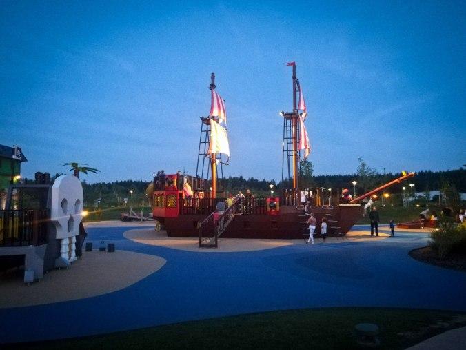 Der thematisch passende Spielplatz vor der Piraten-Taverne