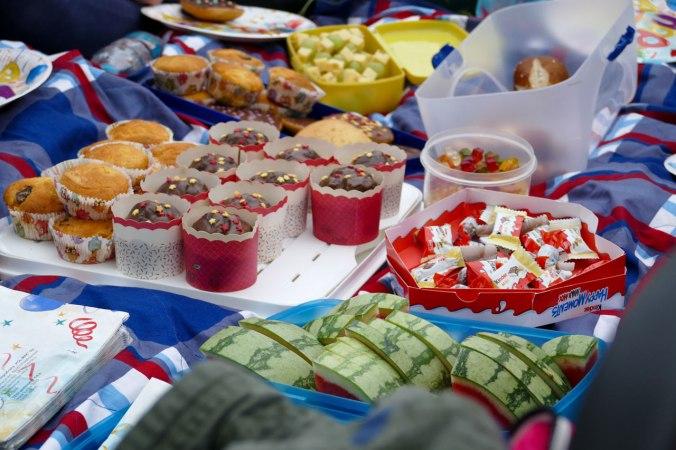 Endlich Picknick für die ausgehungerten MinigolferInnen
