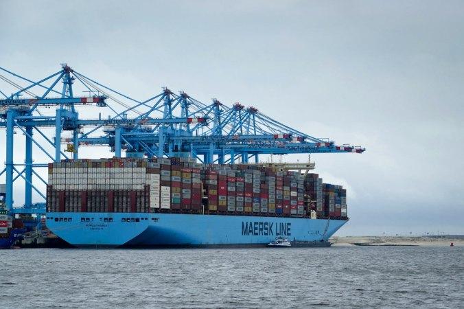 Gigantische Schiffe mit bis zu 20.000 Containern. Irre!