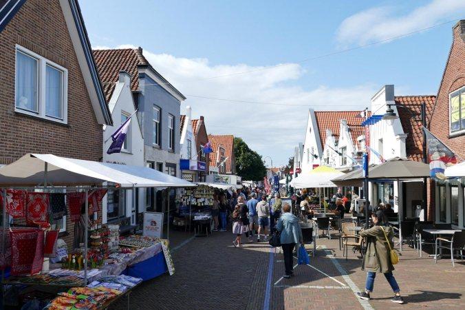 Markt- und Verkaufstrubel in Ouddorp