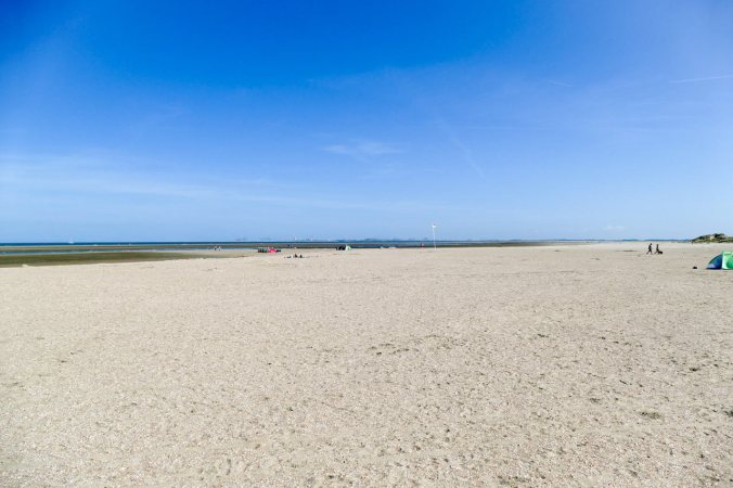 Hier kann man wirklich meilenweit am Strand spazieren gehen