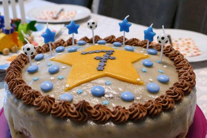 ...und eine mindestens ebenso leckere Schoko-Marzipan-Torte