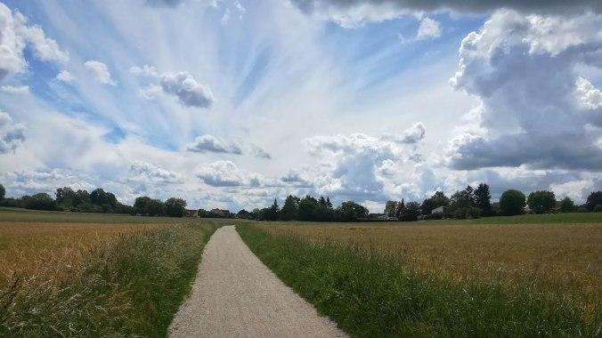Wolkenspiele über meiner Laufstrecke