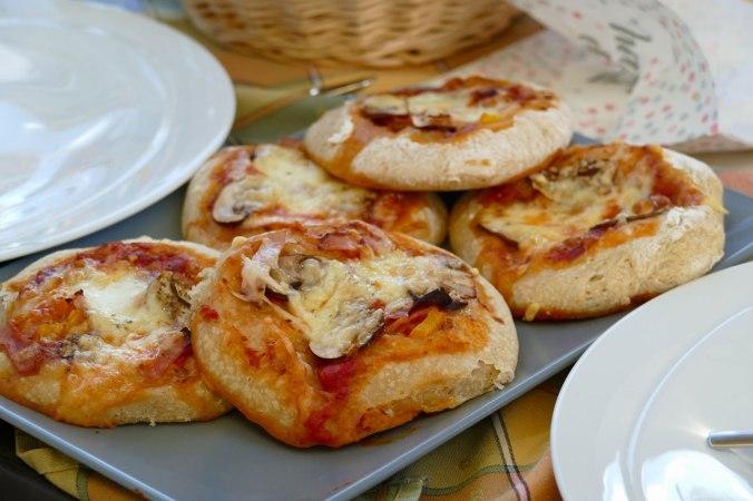 ...und selbstgemachten Mini-Pizzen