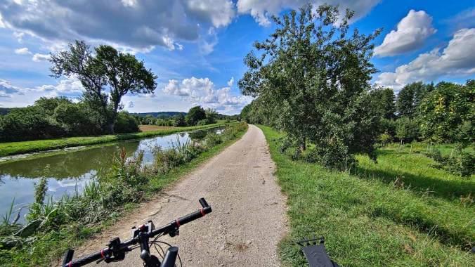 Der Rückweg am Alten Kanal entlang