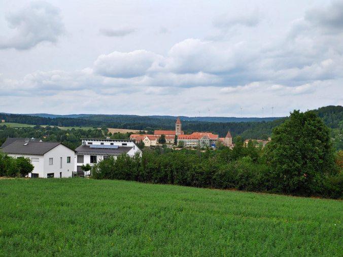 Nach der ersten Schleife unser Blick zurück auf die Klosterburg Kastl