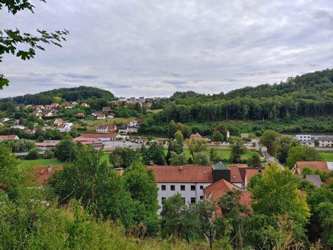 Als Finale der Blick von der Klosterburg Kastl auf den Startpunkt unserer Wanderung