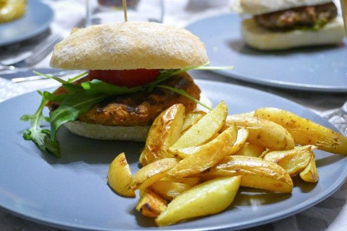 Selbstgemachte Burger zum Abendessen, natürlich auch vegetarisch