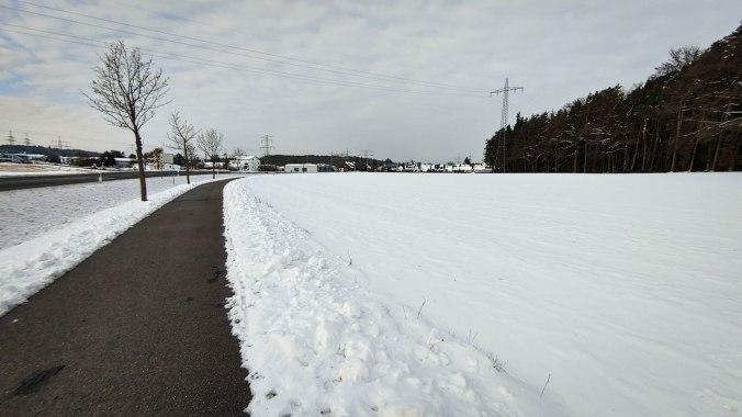 Immer noch viel Schnee, deshalb nicht über die Felder