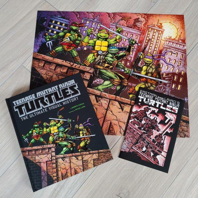 Das famos gestaltete Buch mit dem ersten TMNT-Comic und einem Poster als Bonus | © Insight Editions