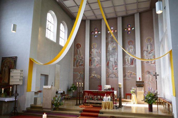 Die Kirche war schön geschmückt...