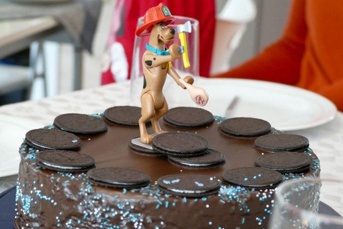 Scooby-Doo wacht über den leckeren Kuchen